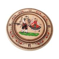 Дървена чиния с часовников механизъм с фолклорни мотиви Орешак