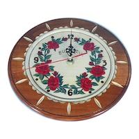 Дървена чиния с часовников механизъм с рози Орешак