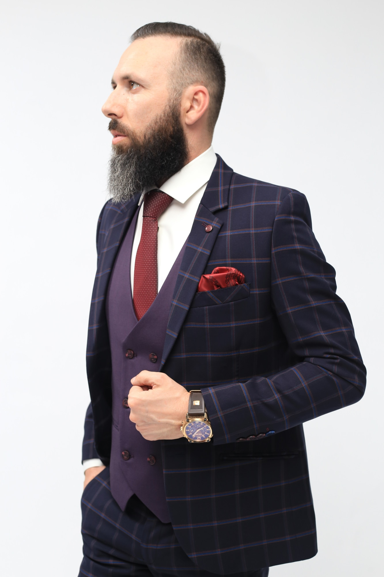 Costum de cautare pentru barba? i