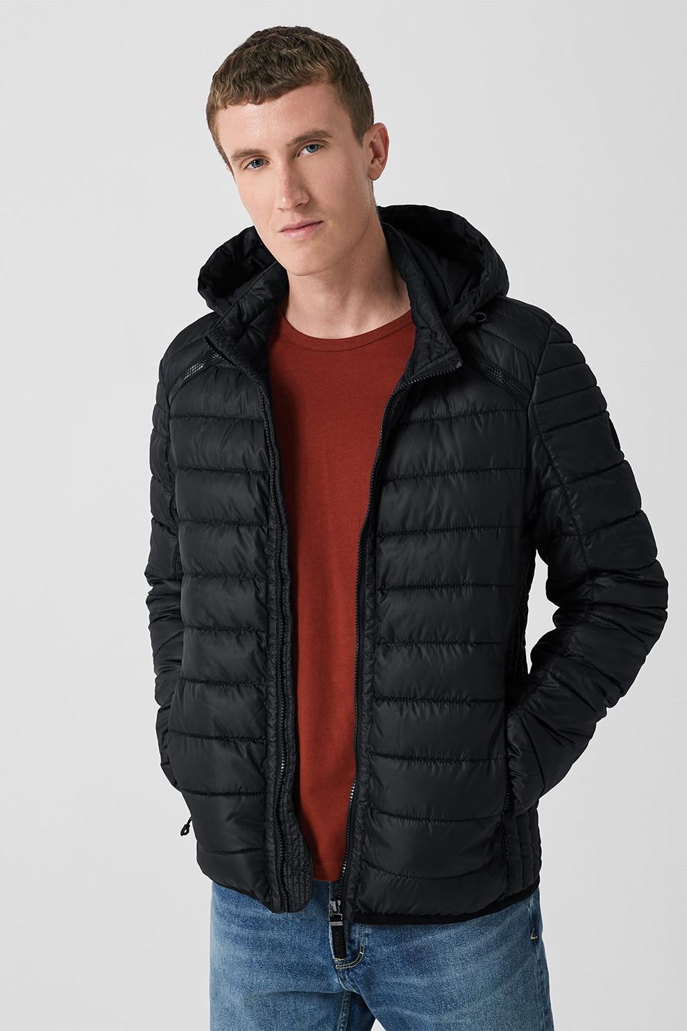 s.Oliver, Enyhén bélelt dzseki levehető kapucnival, Fekete
