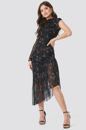 Рокля Na-Kd с дълъг ръкав с цветя ,цвят черна