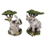 Декоративни фигури на слонове двойка до дърво