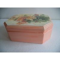 Kézzel készitett hatszögletű-ovális rózsás diszdoboz