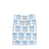20 x 30 cm-es fehér alapon kék népi mintás ajándékszák