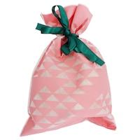 30 x 45 cm-es rózsaszín alapon fehér háromszög mintás ajándékzsák zöld masnival