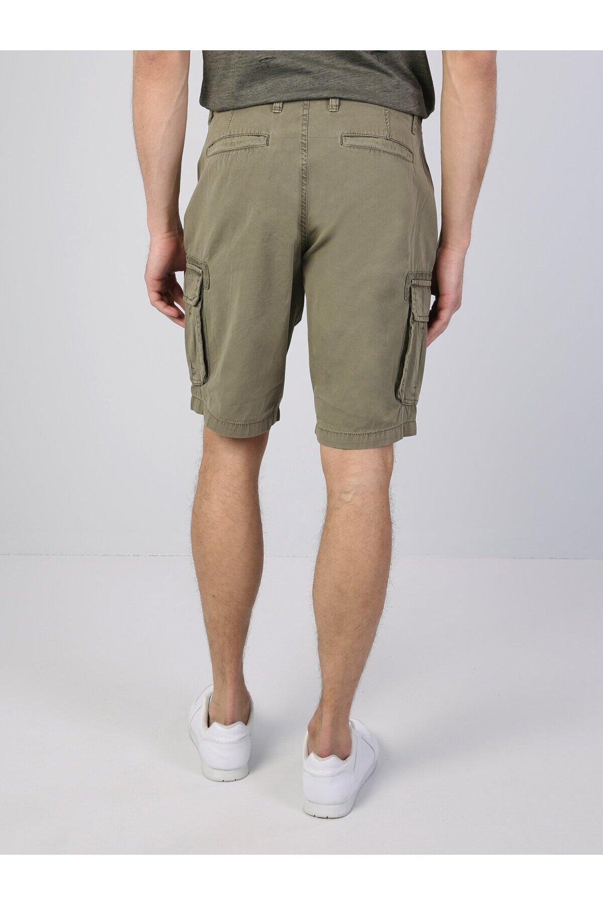 Pantaloni scurți khaki cu efect de piele