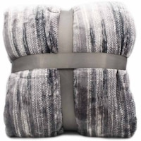 Vastag szőrmés ágytakaró szürke csíkokkal - 200x230cm