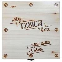 """Set plosca cu 6 paharele """"My Tzuica box"""", Artizanat Ilsaf, Recipiente din sticla in cutie de lemn pirogravata, 23x22x7 cm"""