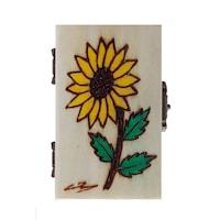 Suvenir caseta mica pirogravata si pictata, Artizanat Ilsaf, Floarea soarelui, 9x6x5 cm
