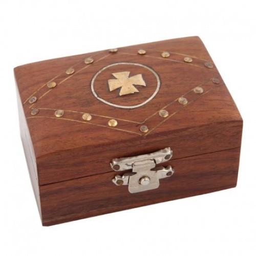 Cutie din lemn decorata cu cruce